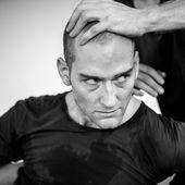 """"""" John """", de Lloyd Newson, DV8 Physical Theatre, Biennale de la danse à Lyon"""
