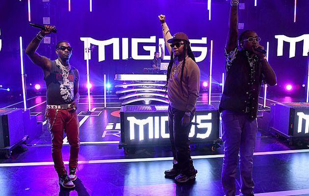 Offset revient sur scène pour la première fois au milieu du divorce de Cardi B alors qu'il se produit avec Migos au 10e festival de musique annuel iHeartRadio