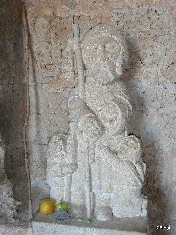 Statues, peintures, sculptures et décorations diverses sur le thème de St-Jacques. Photos prises pendant notre chemin.
