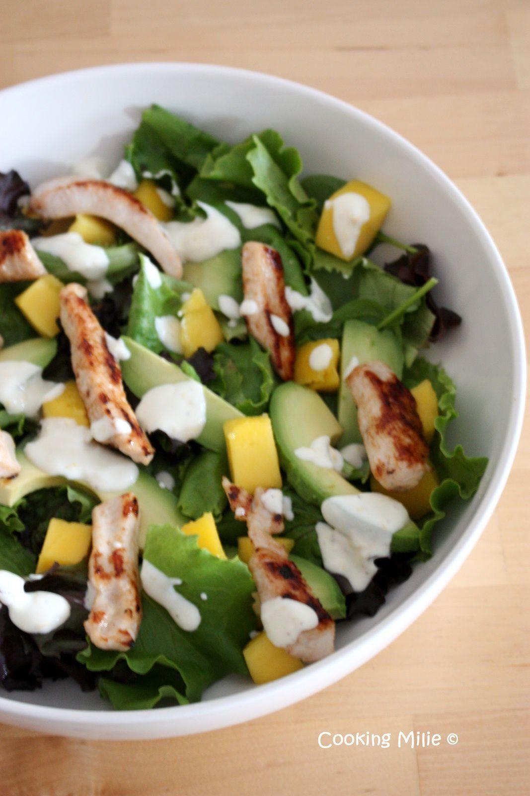 Salade d'avocat à la mangue et au poulet