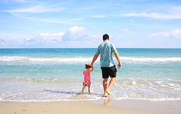 Comment préparer vos premières vacances en famille