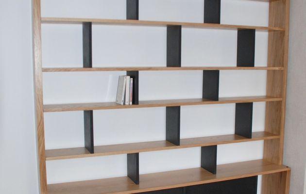 Bibliothèque contemporaine BricK en chêne et Valchromat noir