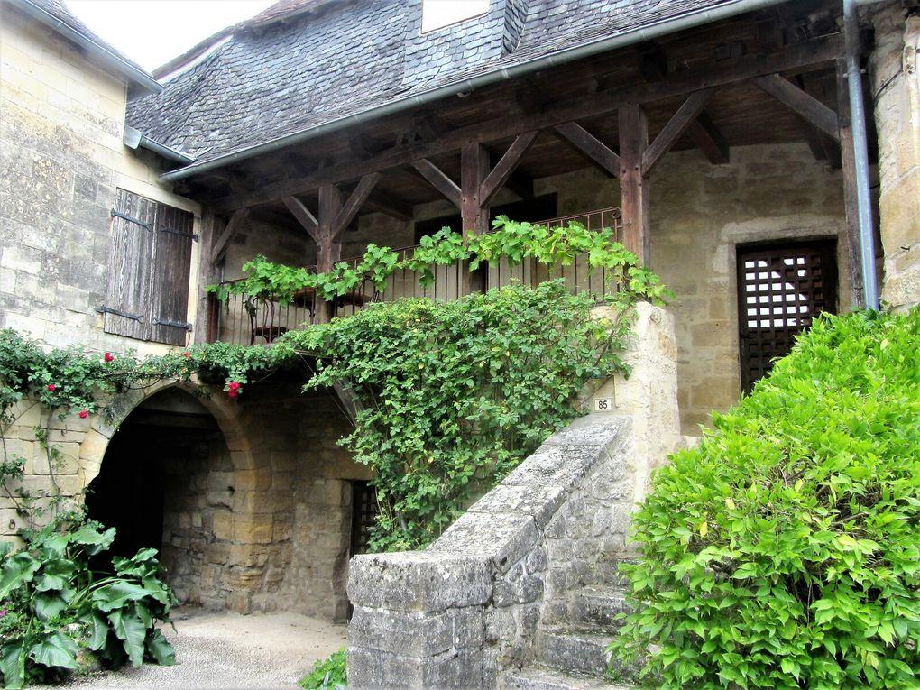 Saint Robert et ses maisons hors de la course du temps.