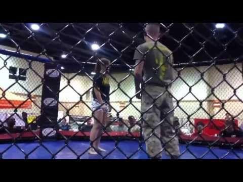 US Marine se fait calmer par une fille