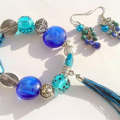 Perles en verre et pompon :