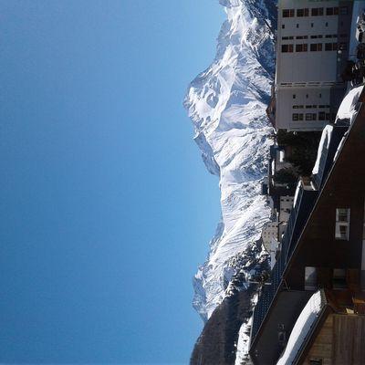 Les vanbe font du ski.