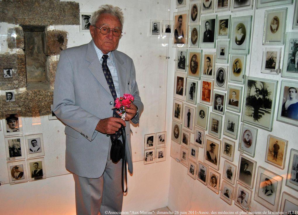 Dimanche 26 juin 2011 - moment de recueillemnt à la mémoire des marins et pharmaciens de la marine morts pour la France. Dix photographies ont été dévoilées par les représentants de l'amicale des anciens marins et pharmaciens de la marine.