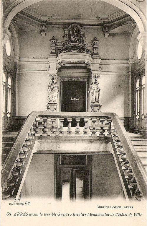 L'intérieur de l'Hôtel de Ville avant le confit (collection privée et archives municipales).