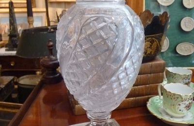 Vase en cristal, monture bronze doré, époque Charles X