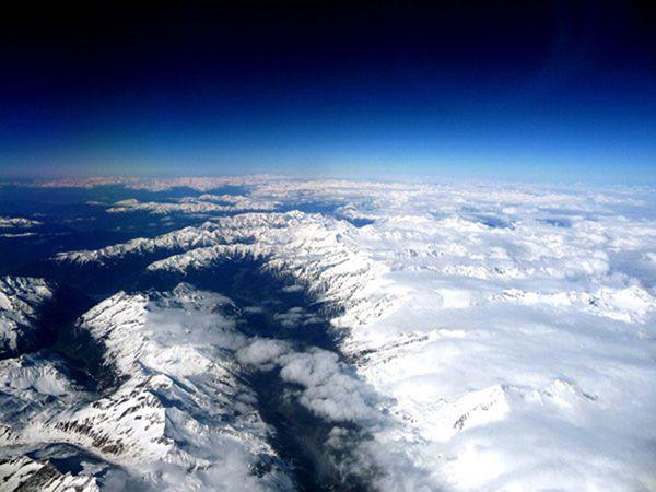 voyages-tourisme-loisirs lundi soleil montagne ciel neige bernieshoot