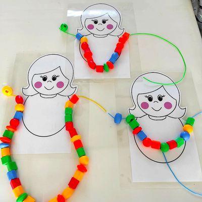 .. Bricolage enfant Collier de perles Maman ..
