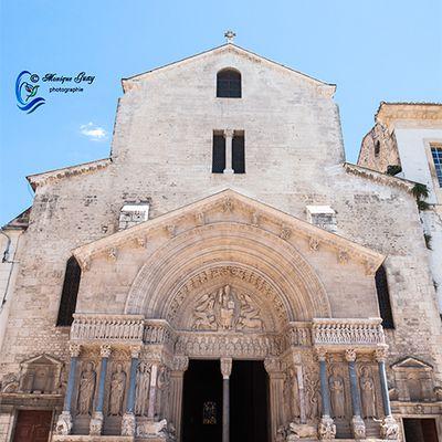 Façade cathédrale Saint Trophime à Arles: QUATRE PHOTOS