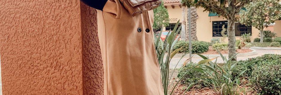 Chic Sleeveless Coat for the Holiday Season!