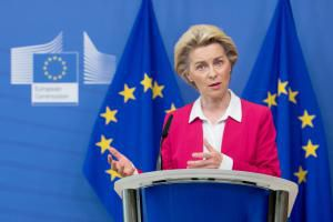 Ursula von der Leyen a-t-elle instauré une diplomatie personnelle parallèle avec le PDG de Pfizer?