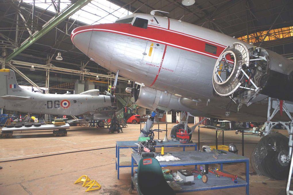 Le travail sur les moteurs. (2 photos)