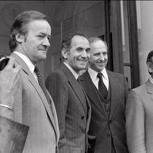 """Les ex-ministres PCF de Mitterrand se sentent """"insultés"""" par Hollande."""