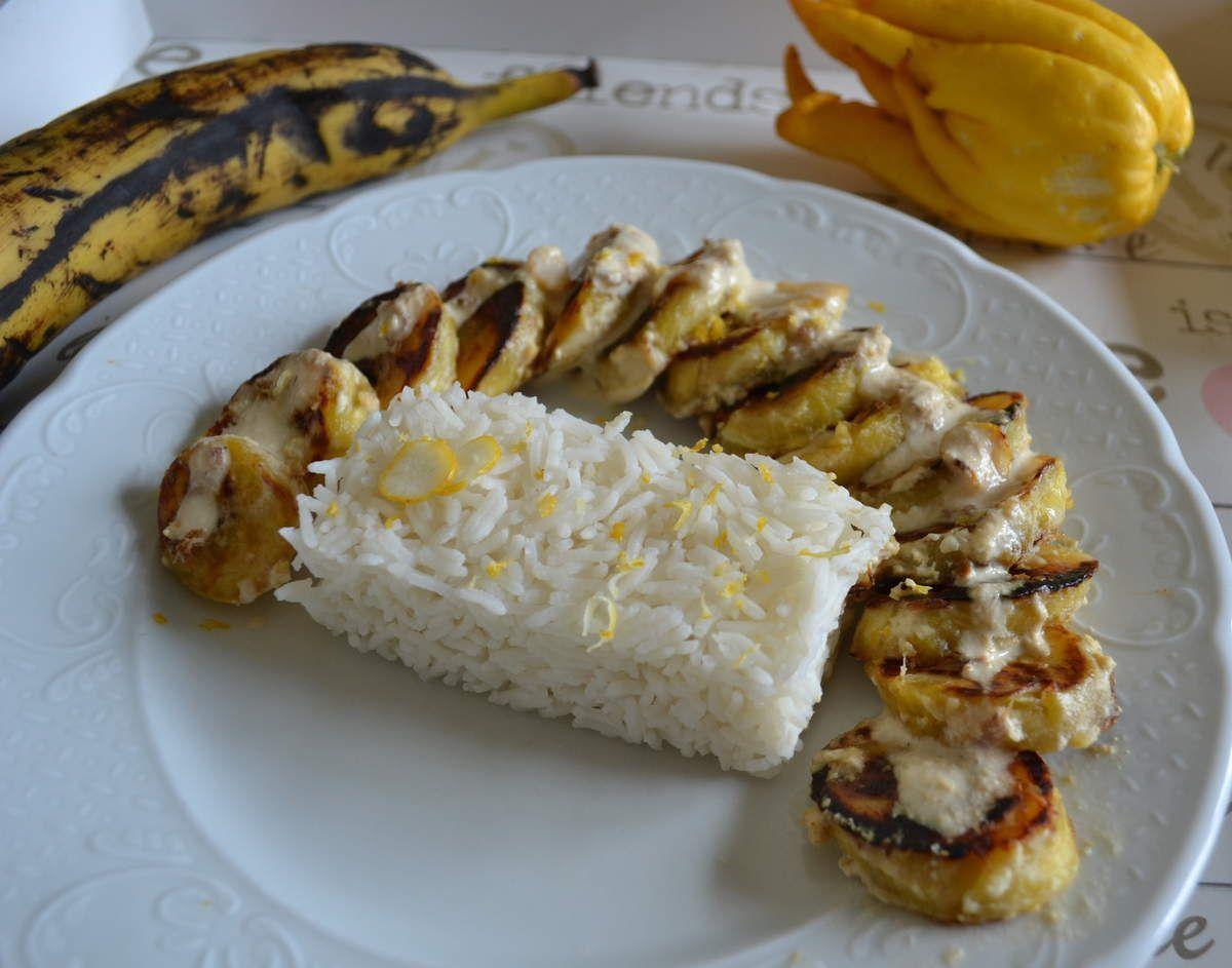 Banane plantain à la crème et main de bouddha