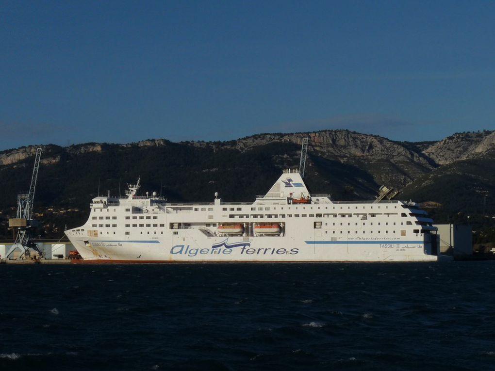 TASSILI  II , a quai dans le port de Toulon /Brégaillon le 05 janvier 2014