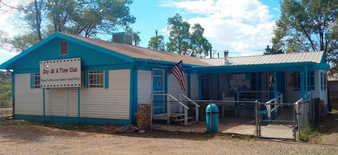 USA Arizona Fort Defiance : DAY AT A TIME CLUB