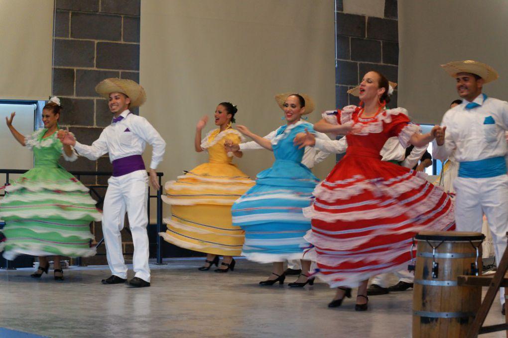 A l'invitation de la mairie d'Aigueperse, le groupe Guamanique de Puerto Rico était à à la Halle au Blé, pleine, jeudi 19 juillet 2012, dans le cadre du festival des cultures du monde de Gannat. Le spectacle a été dédié à Laurent Drouillat.