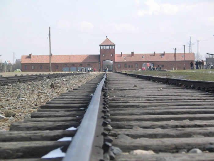 Les Amis de la fondation pour la mémoire de la déportation (AFMD44) insistent sur la nécessité de raconter, d'enseigner et de transmettre l'histoire de la Déportation (içi le camp d'Auschwitz en Pologne) PHOTO ARCHIVES PRESSE OCEAN