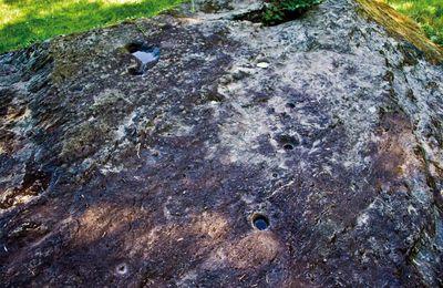 Les pierres à cupules