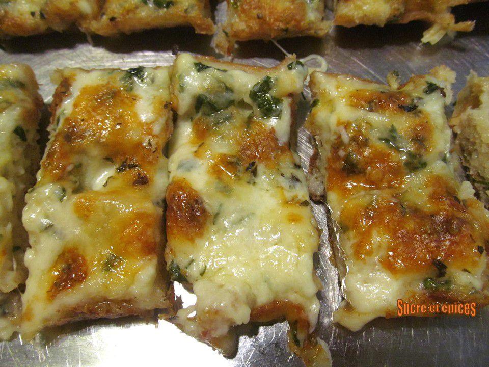 Pain gratiné au fromage et à l'ail - Cheesy garlic bread