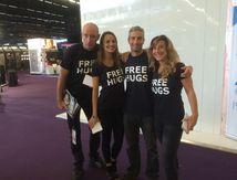 Talent Prod donne le Free Hug pour Essilor au Silmo