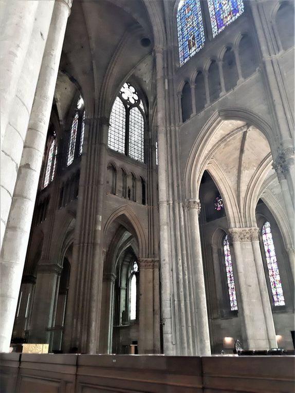 Cathédrale Notre-Dame de Reims et l'Ange au Sourire du portail nord.