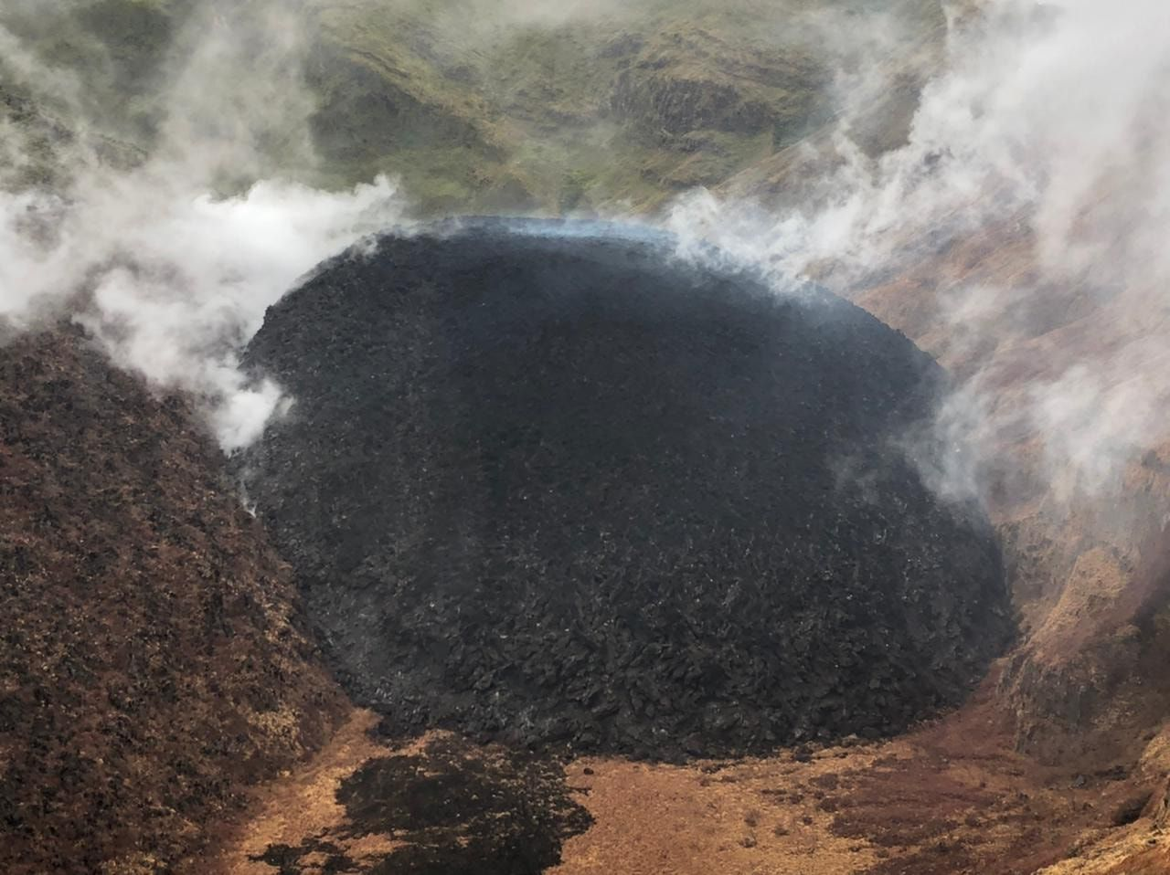 Soufrière de St Vincent - the fumaroles at the top of the new dome and in contact between the new and the old - photo NEMO 18.01.2021