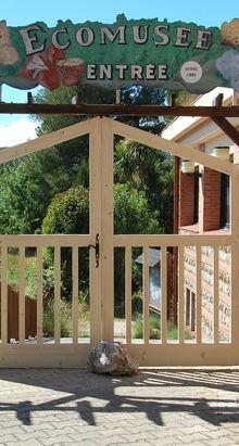 Un nouveau portail pour l'éco-musée du miel de Tautavel