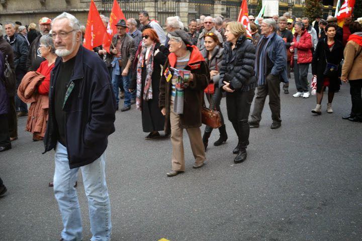 Les retraités ont battu le pavé tous ensemble. Ils étaient 1500 à Lyon à crier leur colère!