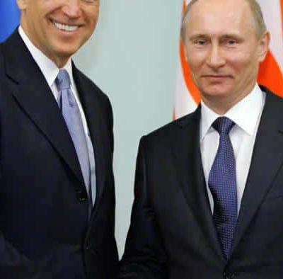 """Après les déclarations de Biden, Poutine se moque: """"C'est celui qui le dit qui l'est"""""""
