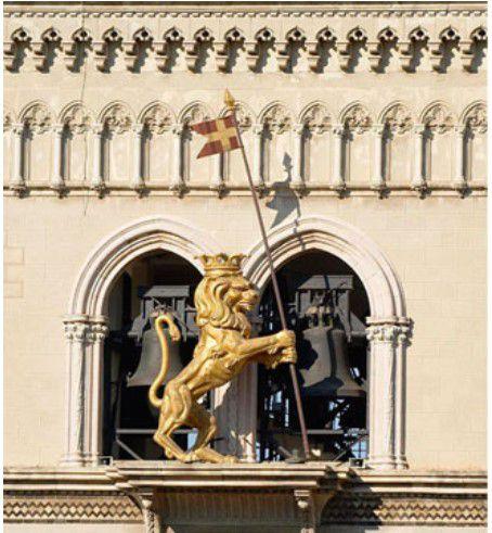Sicile - Messine :  de Charybde en Scylla, et une horloge