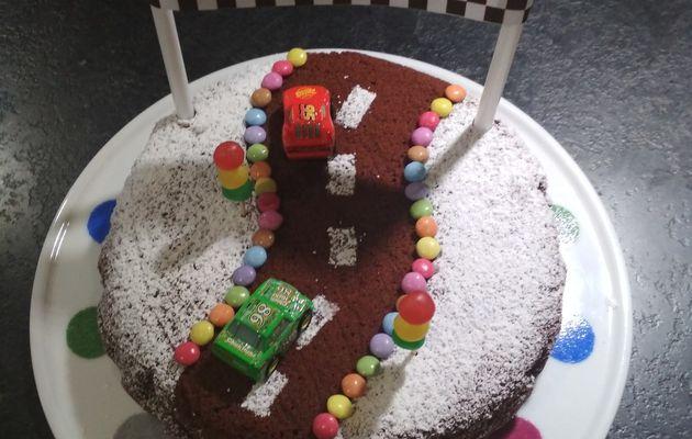 "Gâteau au chocolat ""circuit de voiture"""