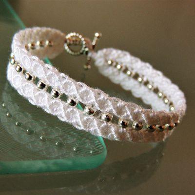 Bracelet macramé centre perlé blanc