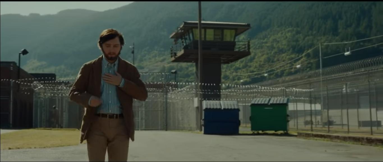 A sa sortie de prison, Jay a changé d'apparence, il est devenu plus conforme à ce qu'il est vraiment et il ne décrochera pas un mot..