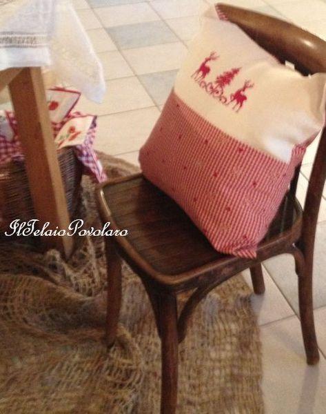 Un grazioso cuscino natalizio.. e la locandina per la mostra delle amiche di Scurelle