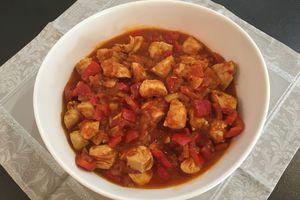 Sauté de poulet aux poivrons, tomates et citron confit