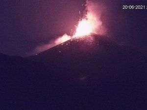 Etna SEC - fountaining on June 20 and 21, 2021 - new webcam LAVE - one click to enlarge