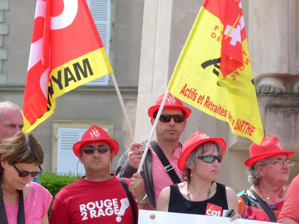 600 manifestants ont battu le pavé du Mans dans le cadre de la journée d'action nationale interprofessionnelle. Lors de l'audience à la préfecture, 4133 signatures de la péititon salaires ont été remises.