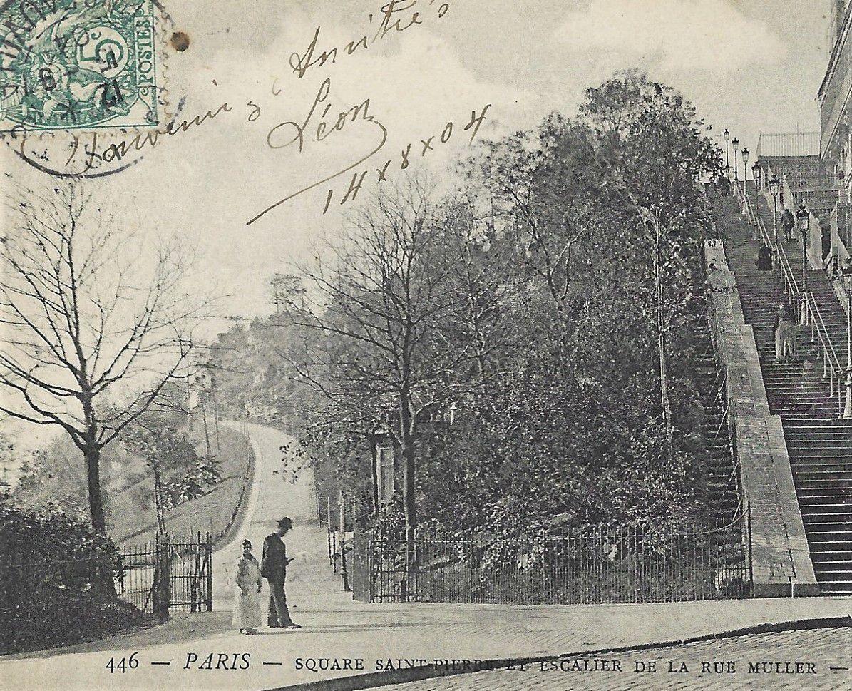 La rue du Cardinal Dubois. Montmartre. Entre Sacré coeur et jardins.
