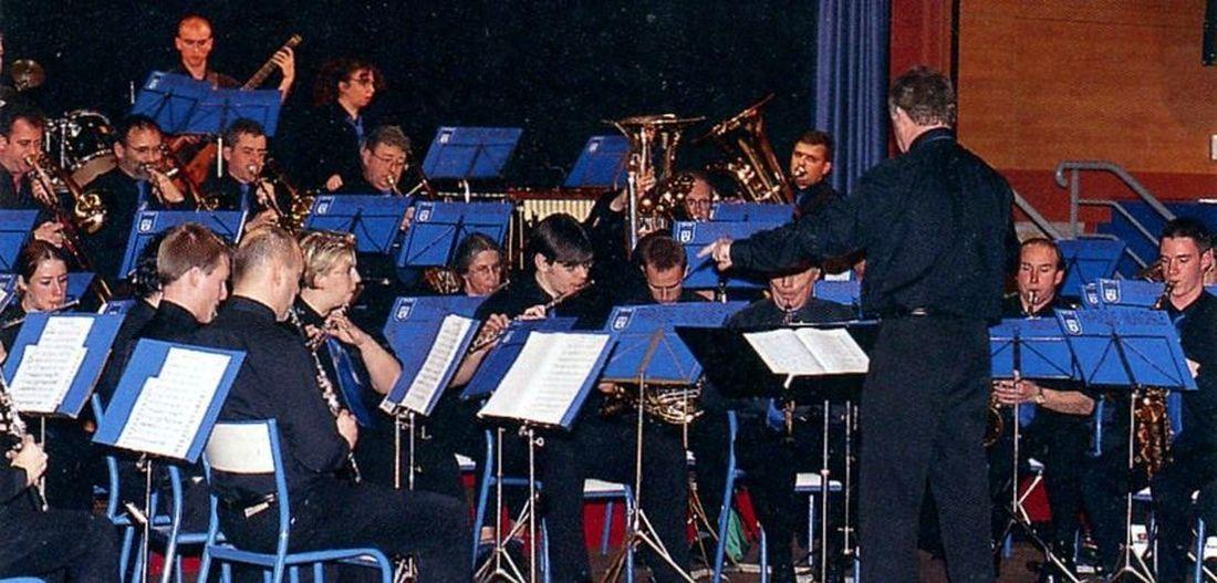 Concert de l'Harmonie Municipale, le 16 Novembre 2002, salle du Manège Halluin... dernier rang assis, le 3ème en partant de la gauche : Jean-Philippe Vanwalleghem.