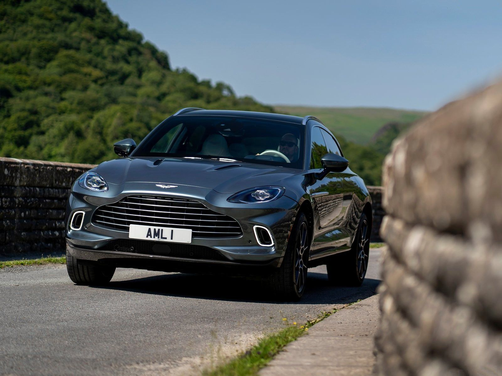 VOITURES DE LEGENDE (1210) : ASTON MARTIN  DBX - 2021