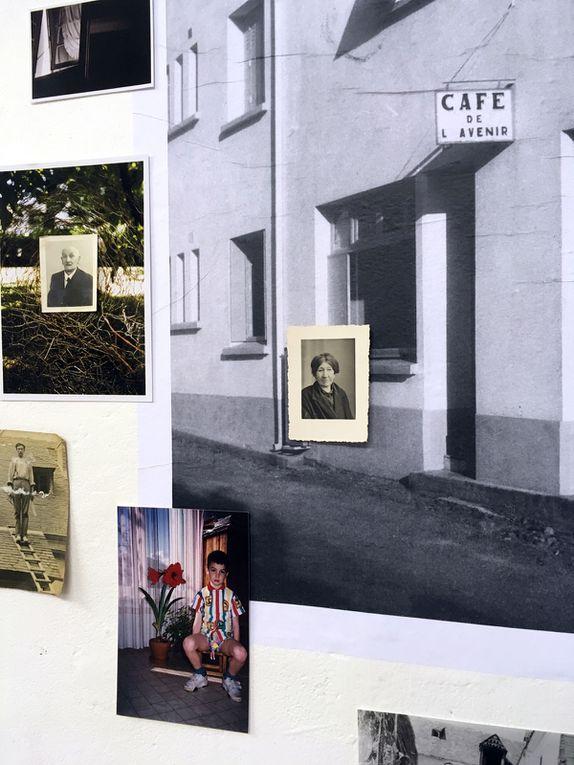 Pierre Montagnez, Café de l'avenir, 2020, installation, série de photographies, archives familiales et objets, boîte lumineuse