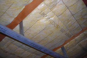 Isolation sous toiture en deux couches croisées (30 cm)