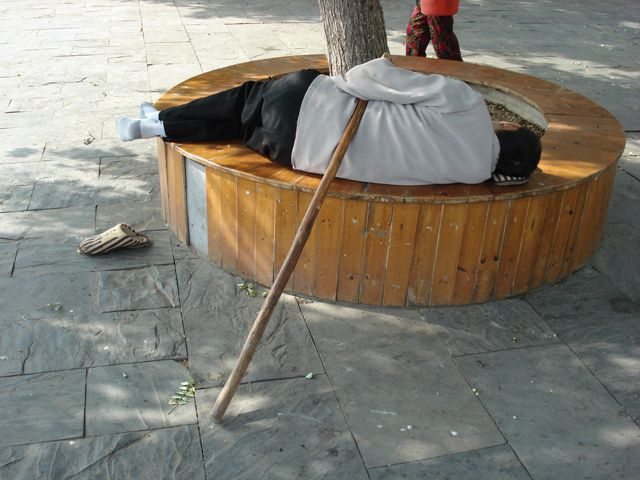 scènes de vie banales pour les Chinois, mais qui parfois paraissent cocasses à nos yeux d'occidentaux... (photos sans trucage)