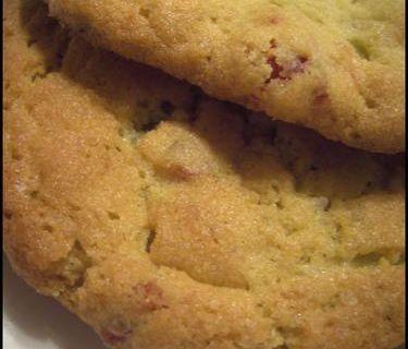 Cookies Pistache aux pépites de Chocolat Blanc et Fraises Séchées