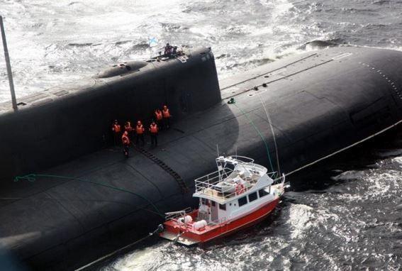Un sous-marin nucléaire russe au secours de plaisanciers en détresse
