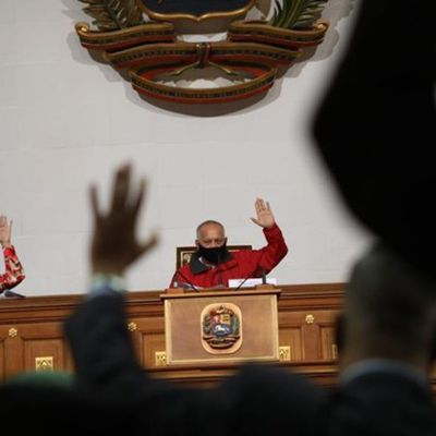 Los constituyentes que salvaron su voto ante la ley antibloqueo de Maduro